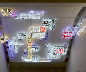 dominIoN-m14, Lichtinstallatie-object, plexiglas, led en sticker.